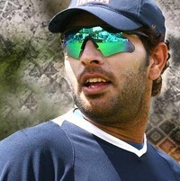Yuvraj Singh auctioned at 14 Crores to RCB Banglore for IPL 7